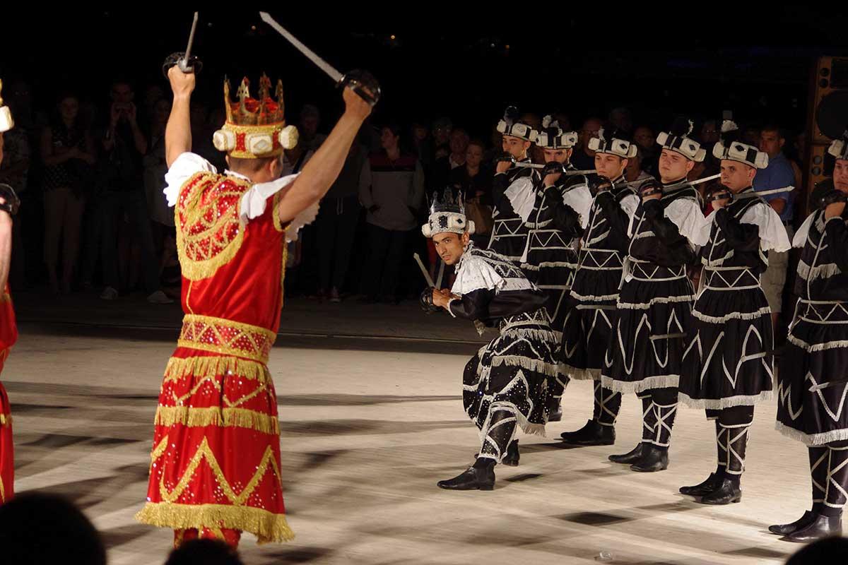 SWORD DANCE FESTIVAL-KORČULA :: KORČULA TOURIST BOARD LANDING PAGE ::  Member of Dubrovnik and Neretva County Tourist Board - Member of Croatian  National Tourist Board